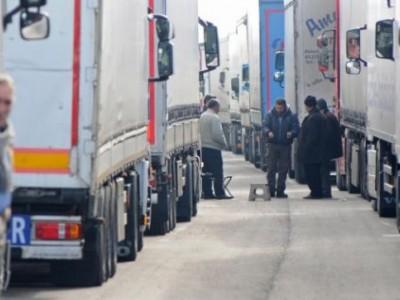Ексклузивно от границата: Наши шофьори дават мръсна газ, чупят бариери!